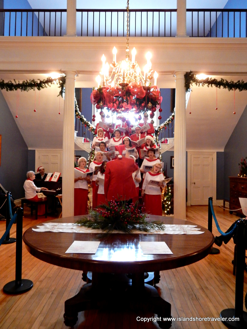 The Canada Remembers Choir Performs at the Fanningbank Christmas Open House