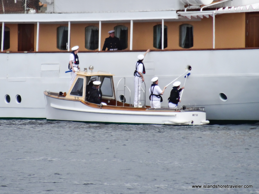Five crew members cleaning the Danish Royal Yacht